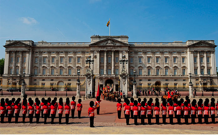 Букингемский дворец в Лондоне