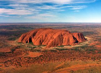 Гора Улуру в Австралии