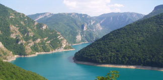 Пивское озеро в Плужине